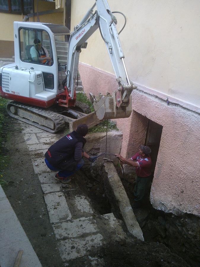 Oprava, prehíbenie, odvodnenie pivnice pod potravinami