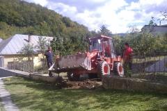 Pomoc pri výstavbe chodníka okolo chrámu